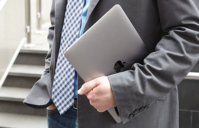 Apple Macbook 12-inch on the go